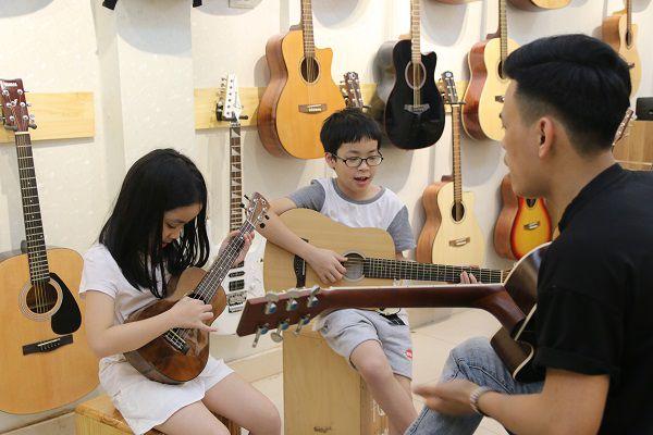 Lớp Học Guitar MTC