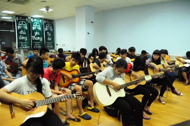 Lớp học Guitar Nguyên Singer