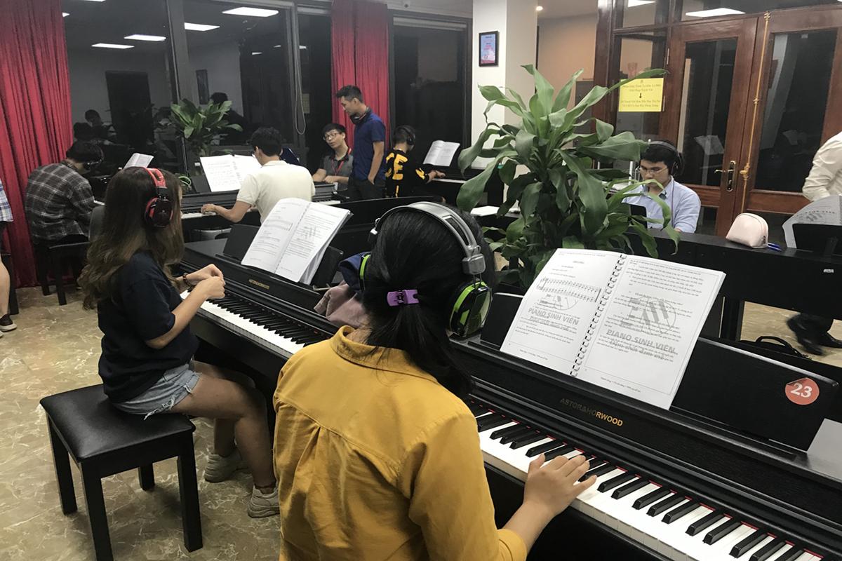 Piano Hà Nội